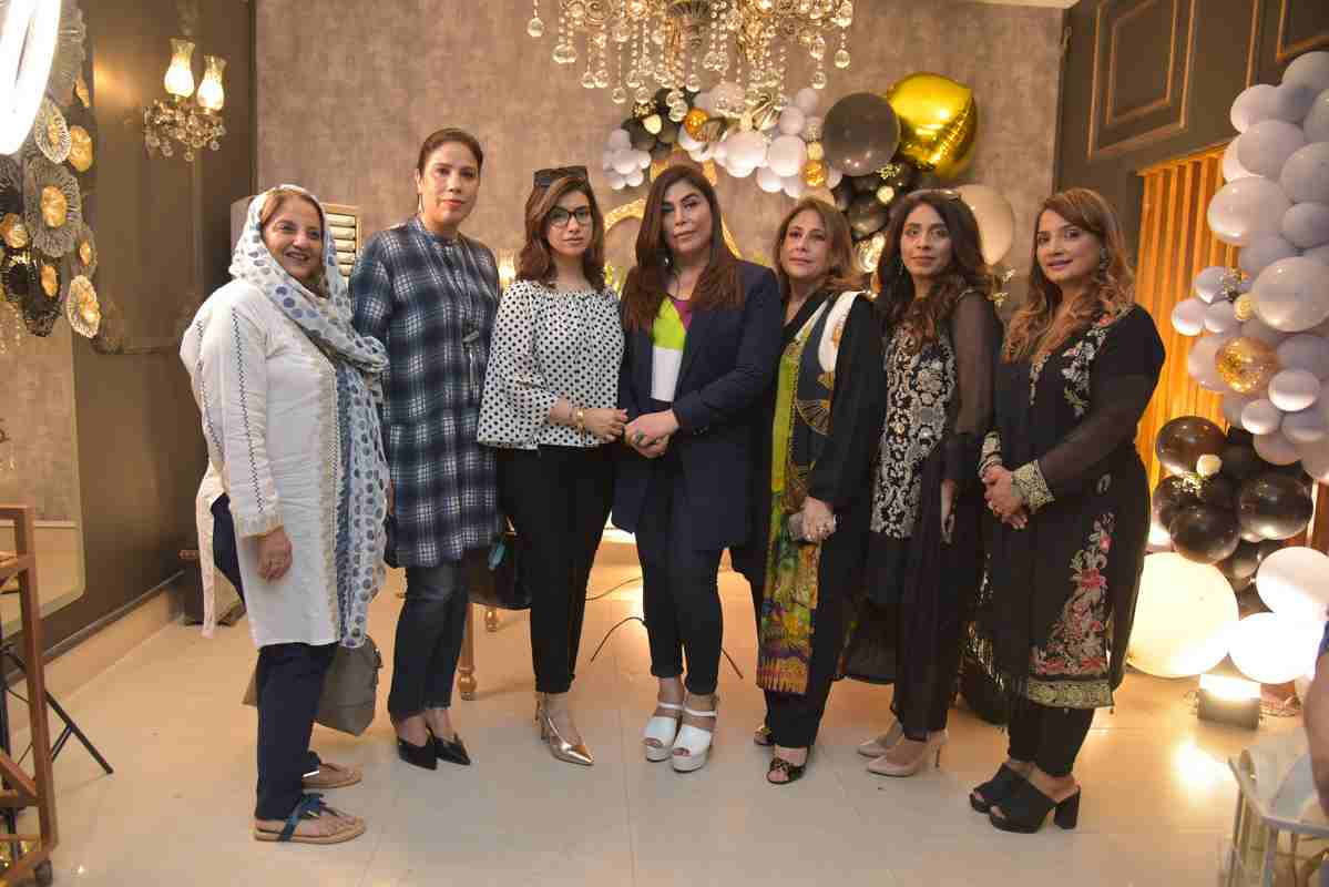 Shaista Marghoob clicked with known personalities from the media industry