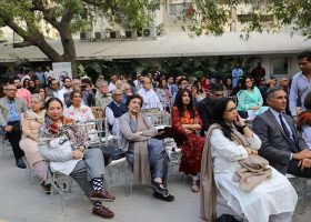 A large number of people were seen attending the tribute to Habib Fida Ali in Karachi.
