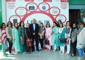 All the exbibitors happily strike a pose with the chief guest, Nadeem Hussain.