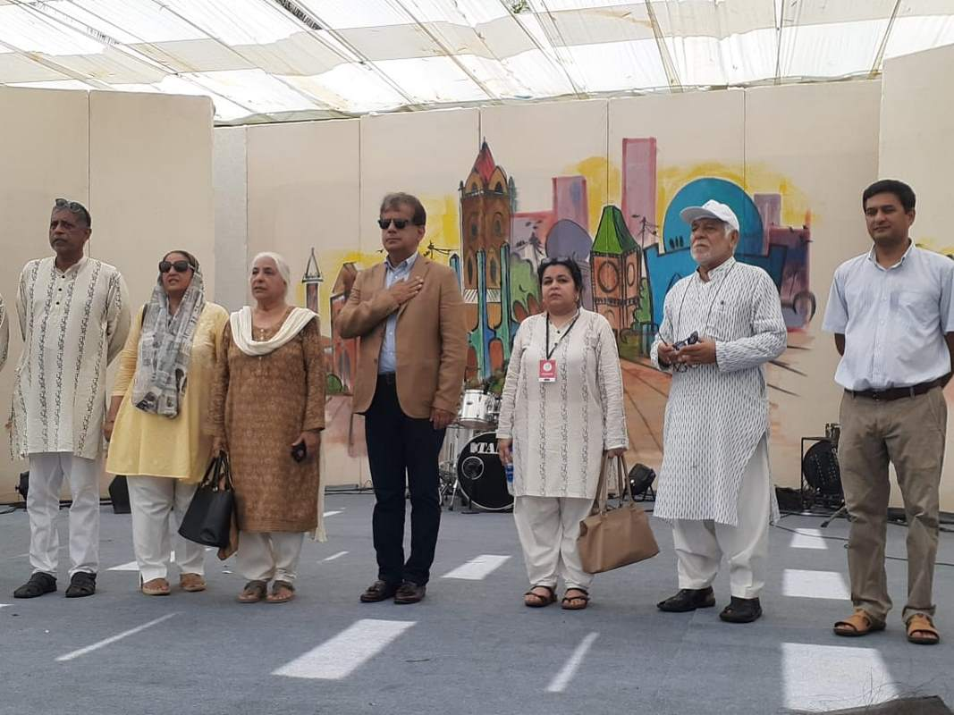 Mr. Iftikhar Shallwani along with the organizers of the event stood together to sing the National Anthem