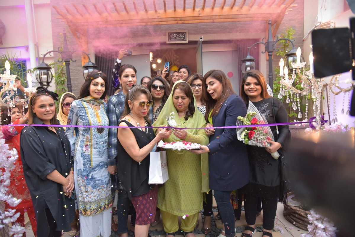 SM-Studio and Salon was launched in a celebratory atmosphere amid beauty bloggers, fashionistas, media personnel, friends and family