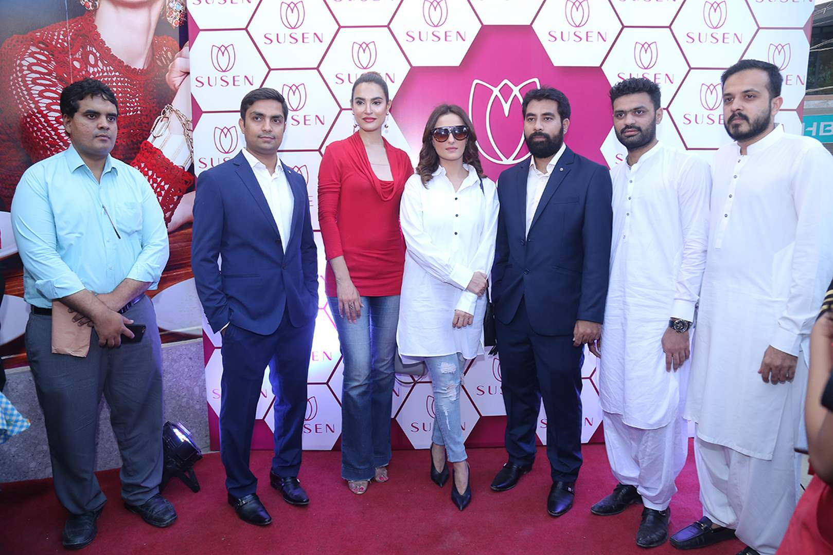 Momal Sheikh and Nadia Hussain along with others graced the red carpet